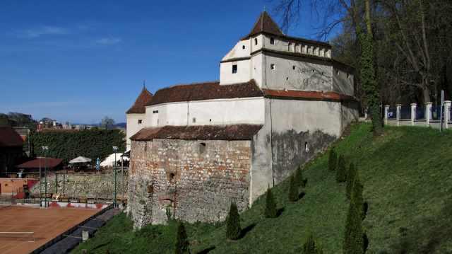 bastionul-tesatorilor-din-brasov-exterior